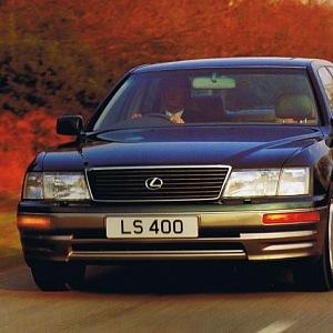 První model Lexus LS400 z roku 1985