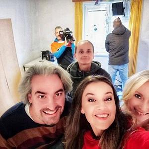 Kubelková s týmem při natáčení Jak se staví sen.