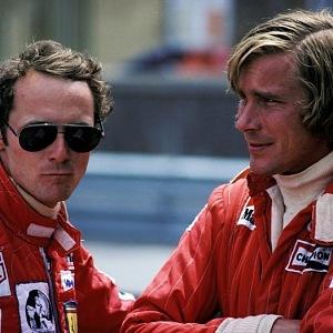 (zleva) Niki Lauda a James Hunt