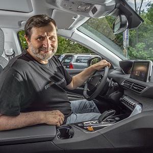 Jan Hrušínský v autě