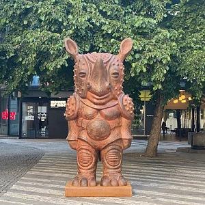 Bronzový nosorožec poukazuje na nutnost světové ochrany zvířat