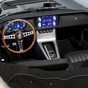 Jaguar E Type Zero, interiér