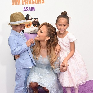 Jennifer Lopez with kids