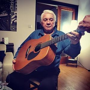 Krampol s kytarou