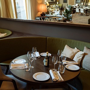 Luxusní interiér restaurace Armomi