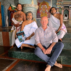 Karel v Indii.