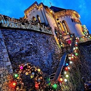 Vánoční dům v Karlových Varech.