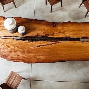 Luxusní stůl značky Riva