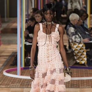 Rafinované šaty nové kolekce