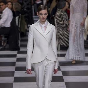 Smyslné kostýmky Dior