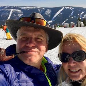 Klára Dostálová s manželem na horách.