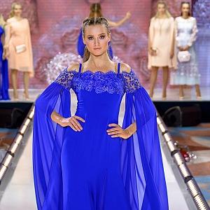 Královsky modrá modelka.