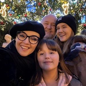 Moderátorka s rodinou.