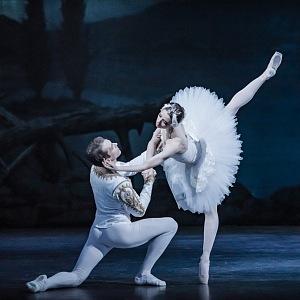 Odetta Alina Nanu a princ Siegfried Nikita Chetverikov