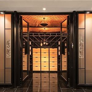 Křišťálový sud od Lalique, vinný sklípek