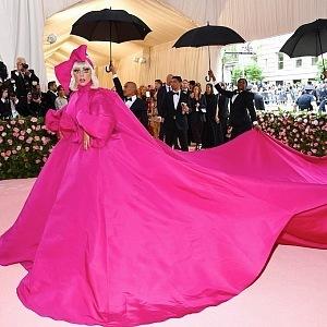 Lady Gaga - šaty Brandon Maxwell