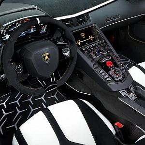 Lamborghini Aventador SVJ Roadster, interiér