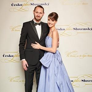 Gabriela s manželem na plese.