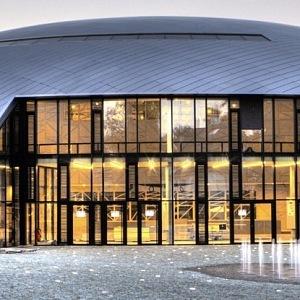 Luxusní moderní budova letního kampusu