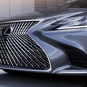 Lexus LS 500h in detail