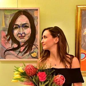 Gelemová se svým autoportrétem.