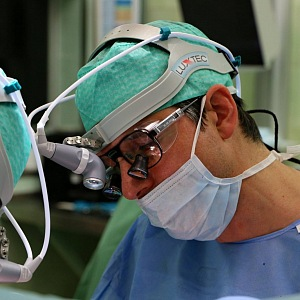 Profesor Lischke během operace