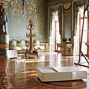 Bílá židle Lizz v interiéru, Kartell,