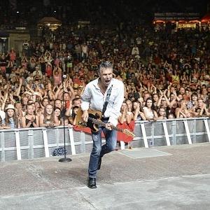 Ze všeho nejvíc ale zpěváka baví živé koncerty.
