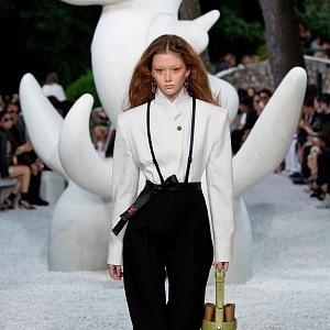 Louis Vuitton vytvořil také minimalistické modely