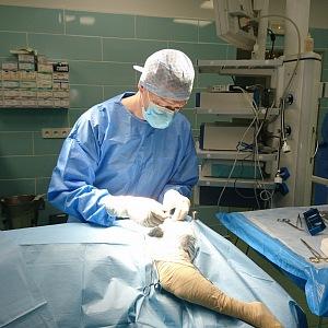 Lukáš Duchek během operace.