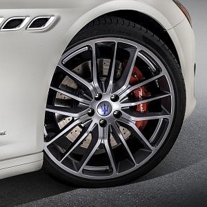 Quattroporte GranSport - kola Titano