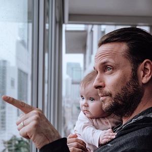 S dcerkou tráví čas v karanténně v novém bytě v LA.