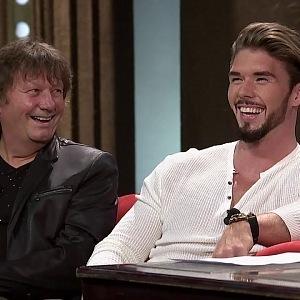 Slavný zpěvák Standa Hložek je na svého syna pyšný.