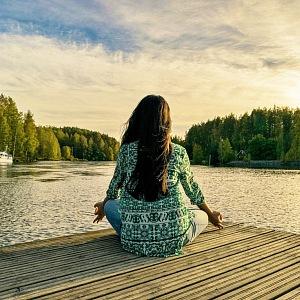 Meditace u vody v přírodě