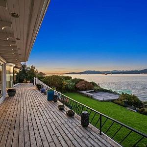 Luxusní výhled, Angell Hasman & Associates Realty