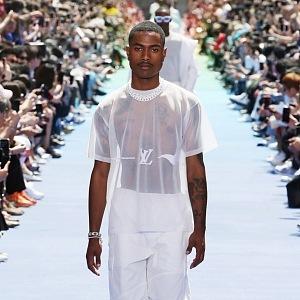 Luxusní show odstartovala vlna bílých modelů