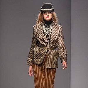 V Česku příliš známý není, ale v zahraničí ano. Na fotografii je jeden z jeho modelů z Fashion weeku v Kievě.
