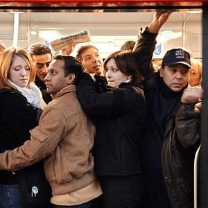 Takhle můžete uváznout v pařížskem metru