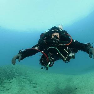 S aktivním potápěním začal v 1988 prvním ponorem v Rudém moři