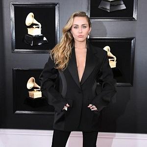 Miley Cyrus - šaty Mugler