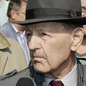 Smrt Jakeše rozdělila Česko na dva tábory.
