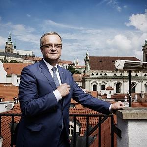 Miroslav Kalousek na balkóně.
