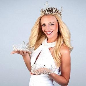 V roce 2014 se Kašáková zúčastnila soutěže Miss České republiky.