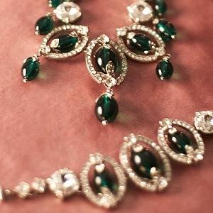 Šperky v odstínu smaragdové zeleně