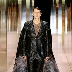 Modelka na přehlídce Fendi Couture SS2021