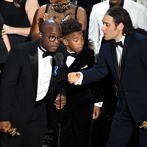 Přebírání Oscara za vtězný film Moonlight