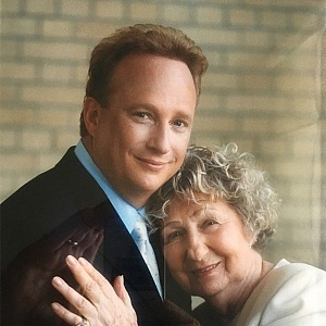 Židovský podnikatel vděčí za vše své matce, která ho řádně vychovala.
