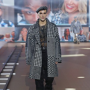Muž na přehlídce Dolce & Gabbana FW2021