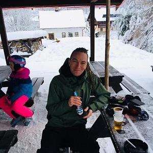 Poslanec Ivan Bartoš odpočívá na horách.