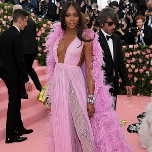 Naomi Campbell - dress Valentino